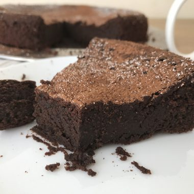 Keto Chocolate Cake - Low-Carb And Sugar Free​