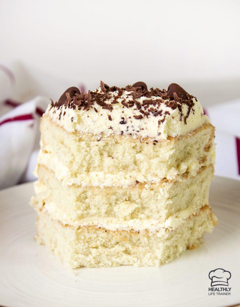 close shot to the vanilla cake
