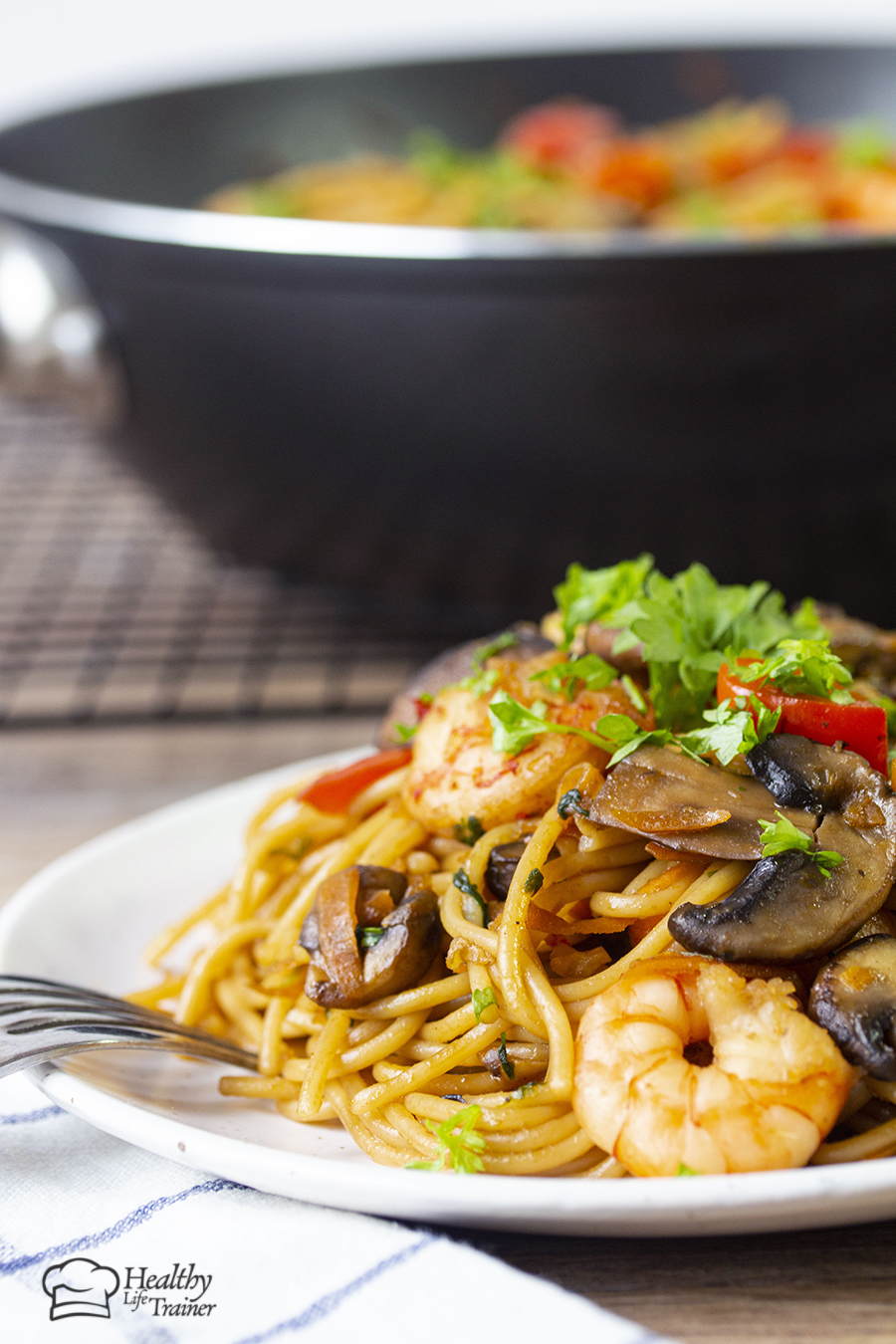 Chinese style shrimp pasta cooked in a flavourful sauce. This sauce has fresh ginger, sesame oil, garlic, soy sauce and brown sugar.