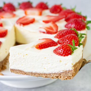 Easy No-Bake Strawberry Cheesecake
