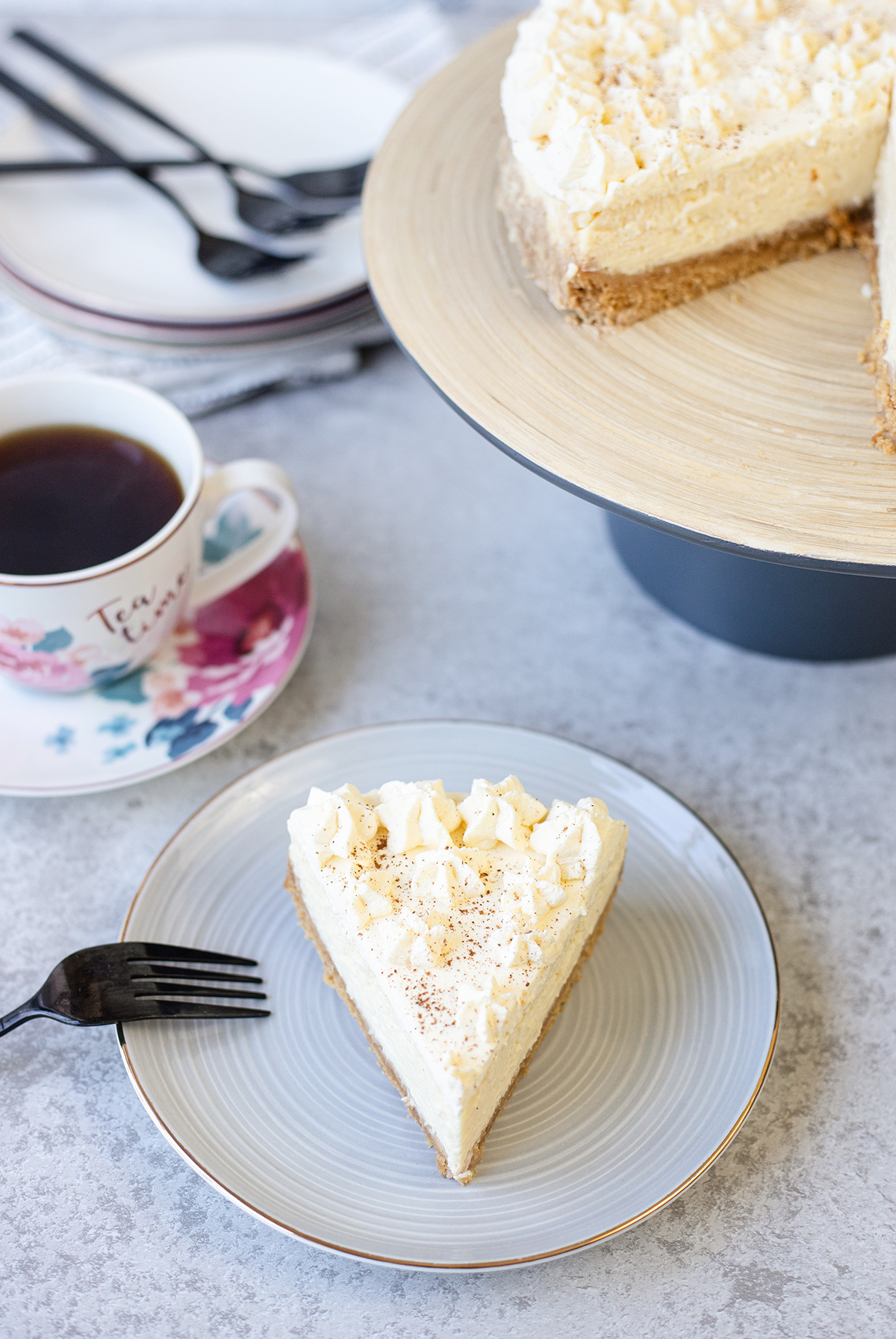 easy eggnog cheesecake recipe #eggnogcheesecake #easycheesecakerecipe #easydessertrecipe #eggnogrecipes