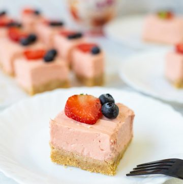 No-Bake Strawberry Cheesecake Bars