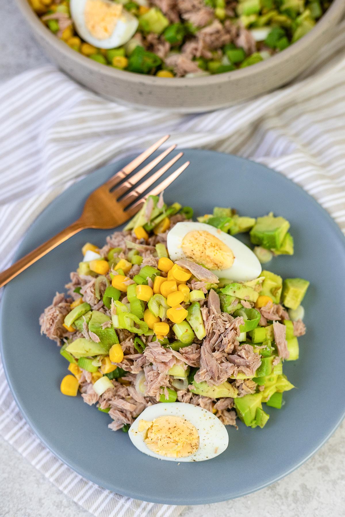 a big bowl of the salad #tunaavocadosalad #tunasalad #lunchrecipes #healthyrecipes #easysalad
