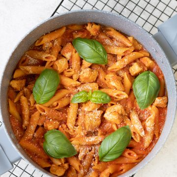Quick Chicken Arrabbiata Pasta - One Pot Recipe