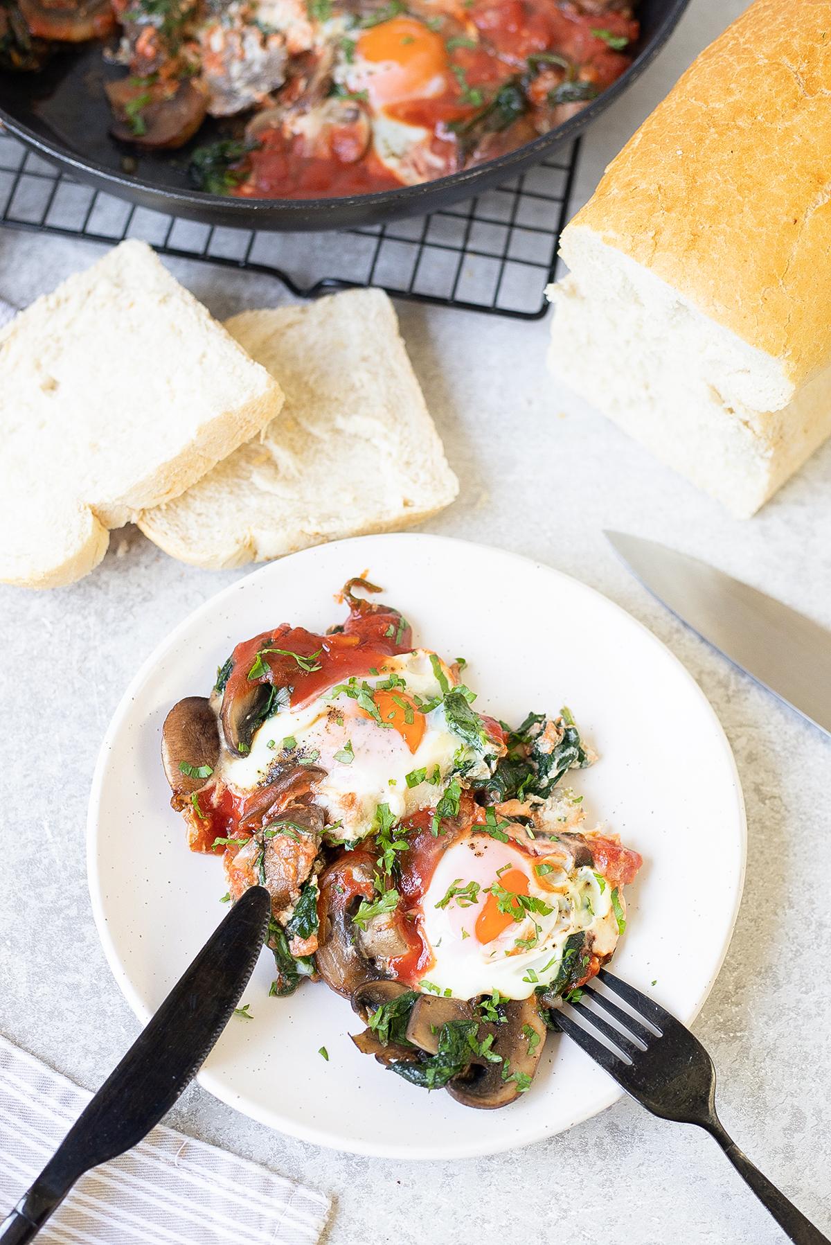 toast, plate and knife.